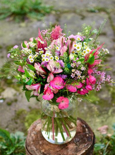 Velká růžová luční kytice