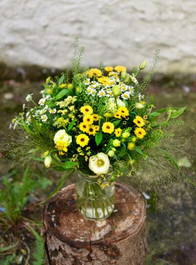 Střední žlutá luční kytice