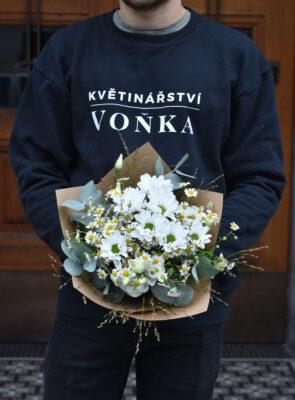 Malá bílá kytice