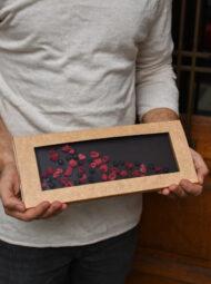 Hořká čokoláda s malinami a černým rybízem