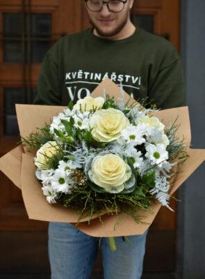 Obrovská bílá zimní kytice