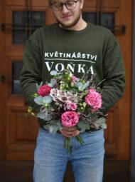 Střední zimní růžová kytice