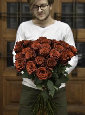Kytice třiceti rudých růží