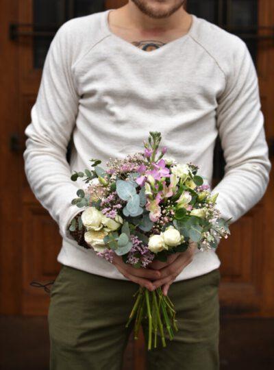 Malá růžová jarní kytice