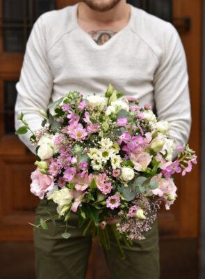 Obrovská růžová jarní kytice