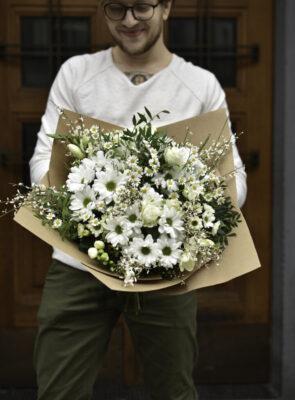 Obrovská bílá jarní kytice