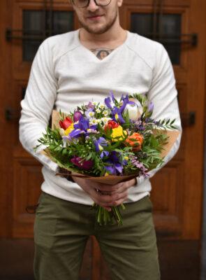 Střední jarní kytice