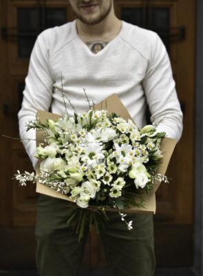 Velká bílá jarní kytice